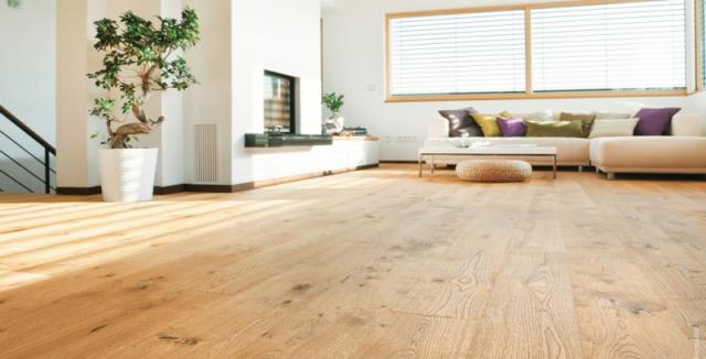 dřevěná podlaha obývací pokoj