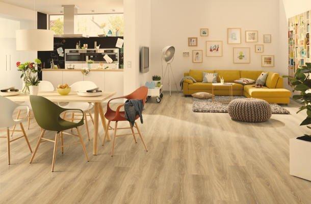 laminátová podlaha obývací pokoj_kuchyně_jídelna