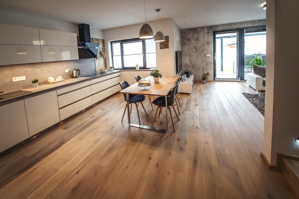 plovoucí podlaha dřevo nebo laminát