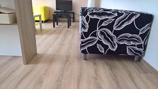plovoucí podlaha chodba