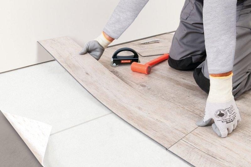 pokládka rigidní podlaha